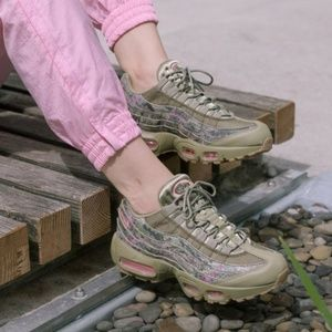 NWT Nike Air Max 95 Neutral Olive W AUTHENTIC